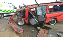 Taxi and bakkie collide leaving 19 injured on the R114 on the outskirts of Centurion