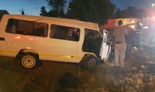 Taxi rollover leaves fifteen injured in Germiston