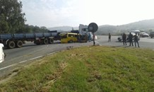 A Taxi and truck collided leaving eleven injured on the R82 in Kibler Park
