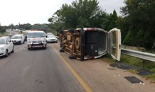 Taxi overturns leaving four injured on the N4 near the Watermeyer turnoff
