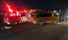Taxi and bakkie collision leaves five injured in Roodepoort