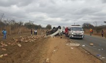 Delivery vehicle overturns leaving three injured, Tzaneen