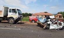 Head-on collision leaves two dead on the R510 in Mogwase.