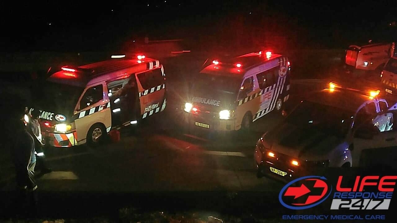 30 Commuters injured as bus leaves the N3 near the Cliffdale area.