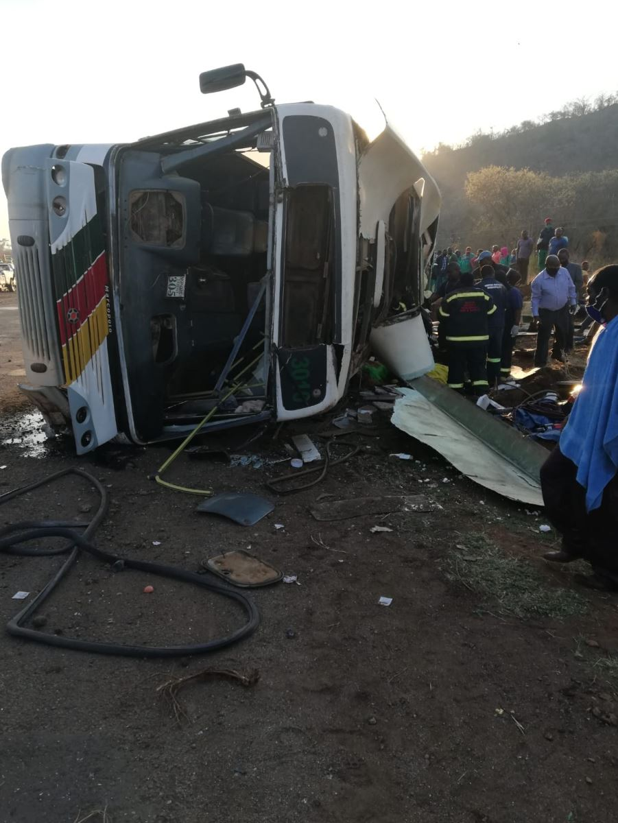 Fatal bus crash closes road from Giyani to Nsami
