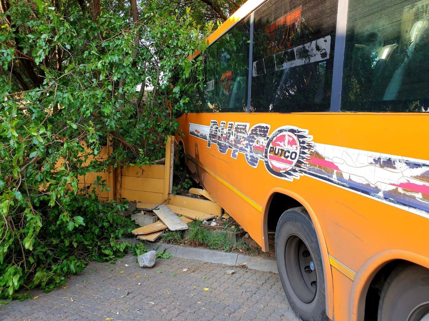 Fortunate escape from injury as bus crashes through a wall in Randburg