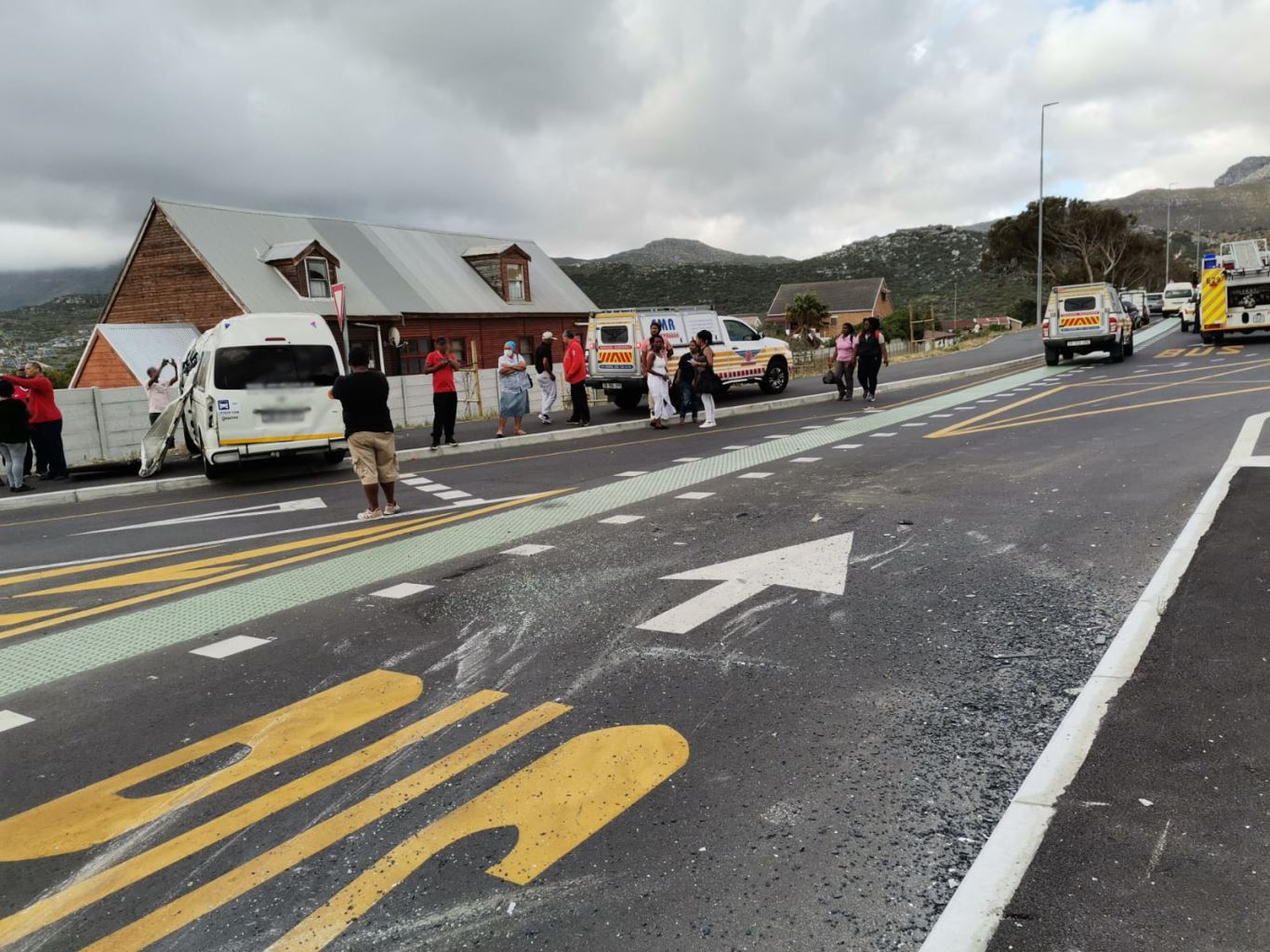 Five injured in a collision at the intersection of Ou Kaapse Weg and Glencairn Expressway
