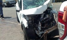 Head-on collision in the KZN Midlands leaves 1 entrapped and 6 others injured.