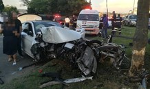 One injured after crash into tree in Midrand