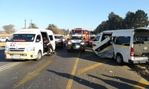 One injured in a car and taxi collision on the R104