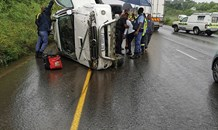 SUV crashes into a tow truck on the R102
