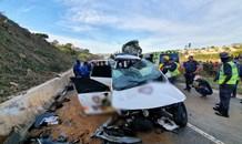 1 Killed , 4 injured in a horror crash in Claremont