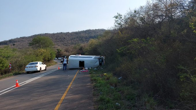Taxi overturns leaving eighteen injured in Umkomaas Vally
