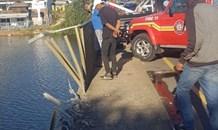 KwaZulu-Natal: One dead after car plummets off bridge into river.