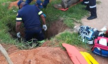 Gauteng: Man found electrocuted in hole.