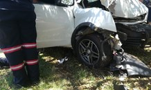 Gauteng: Driver injured after crashing into tree in Alberton