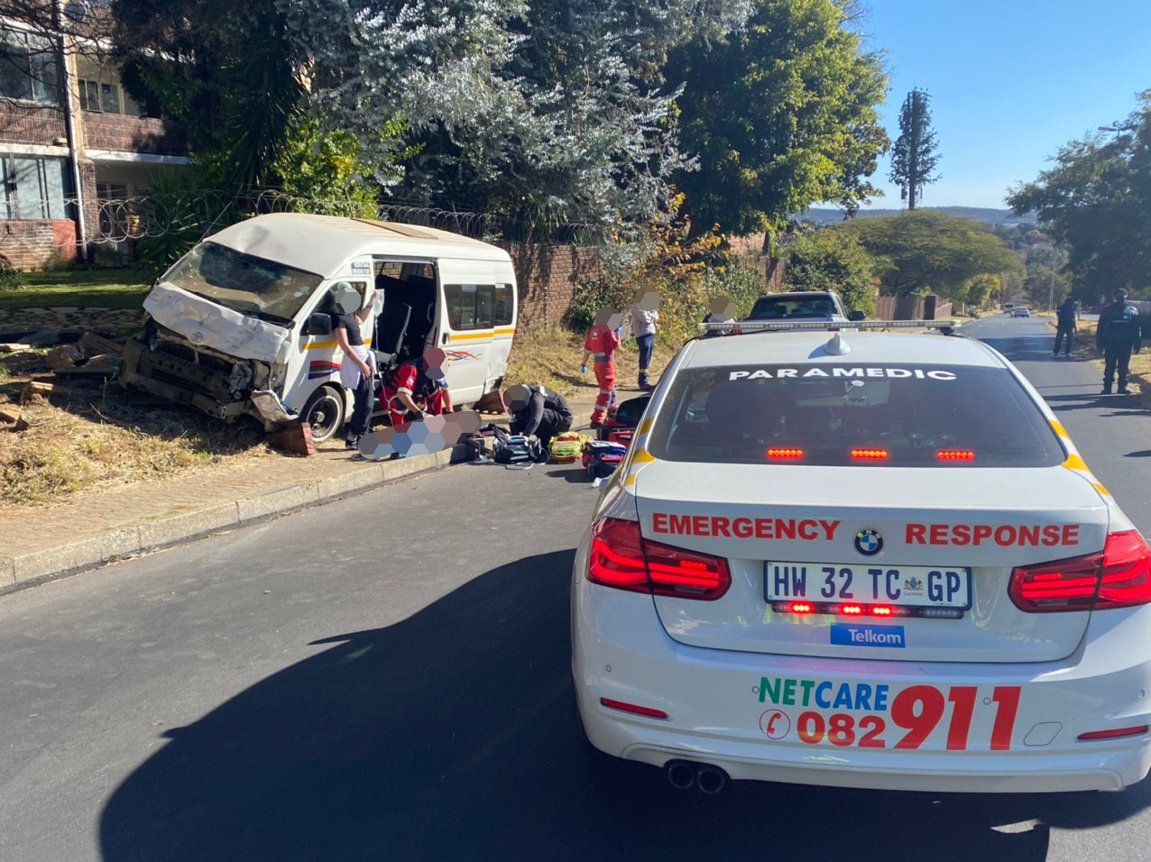 Gauteng: Taxi driver sustains serious injuries after crashing into wall.