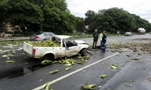 KZN: Bakkie with load of mealies rolls on the N3