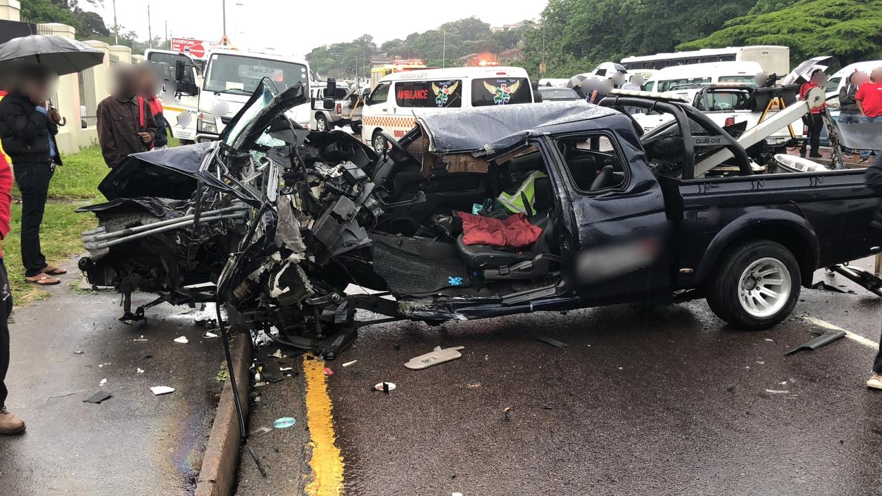 Disturbing video shows Durban residents looting crash victims car
