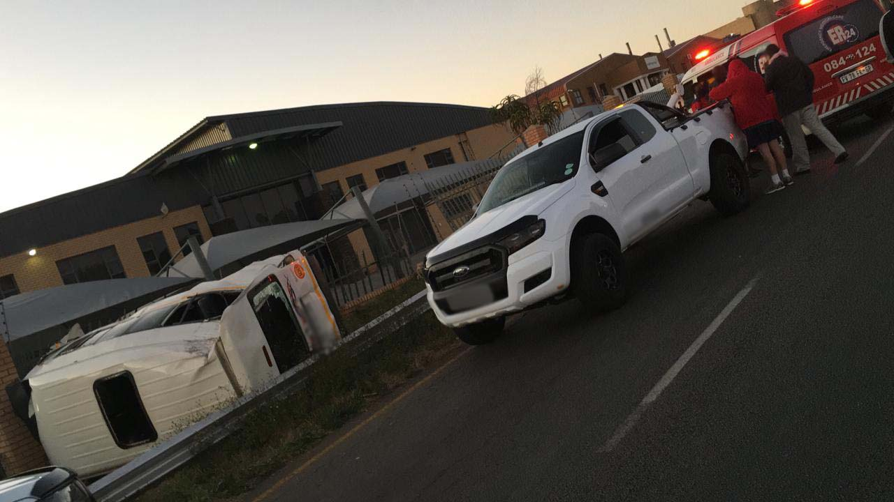 Driver seriously injured in single taxi rollover in Rooihuiskraal