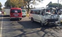 Taxi rear-ends truck leaving six injured, Pretoria