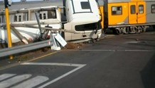10 People reportedly injured in crash at level crossing at Muldersdrift, Stellenbosch