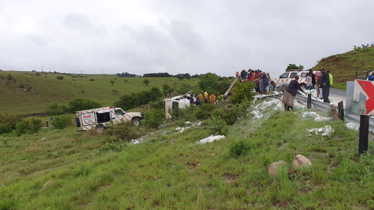 Two killed , 21 injured in crash on the the R33 Natal Spa road