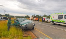 Two injured in bakkie rollover on the R69 Vaalbank
