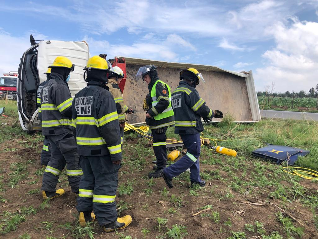 Three killed, twelve injured in a truck rollover on the R41, Witpoortjie, Roodepoort
