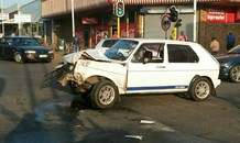 Driver allegedly skipping red traffic light in Boksburg abandons scene of crash