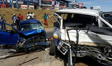 Taxi driver skipping a traffic light blamed for crash in Fourways