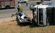 1 dead & 1 seriously injured after truck loses control and veers into oncoming traffic, R21 Pretoria