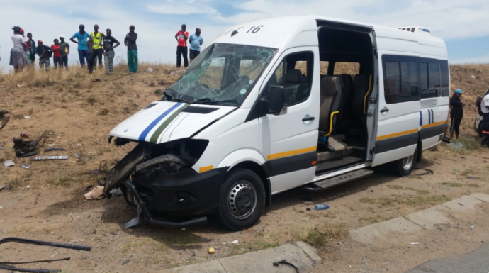 32 injured and another dead following a collision between a taxi and two cars on the N14