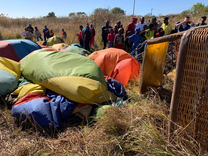 A hot air balloon has crashed in Soshanguve