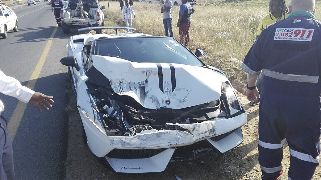 expensive road crash with lamborghini in witkoppen. Black Bedroom Furniture Sets. Home Design Ideas