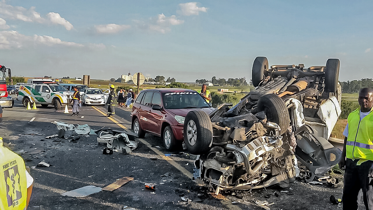 n3 villiers accident leaves three dead and two injured - arrive alive