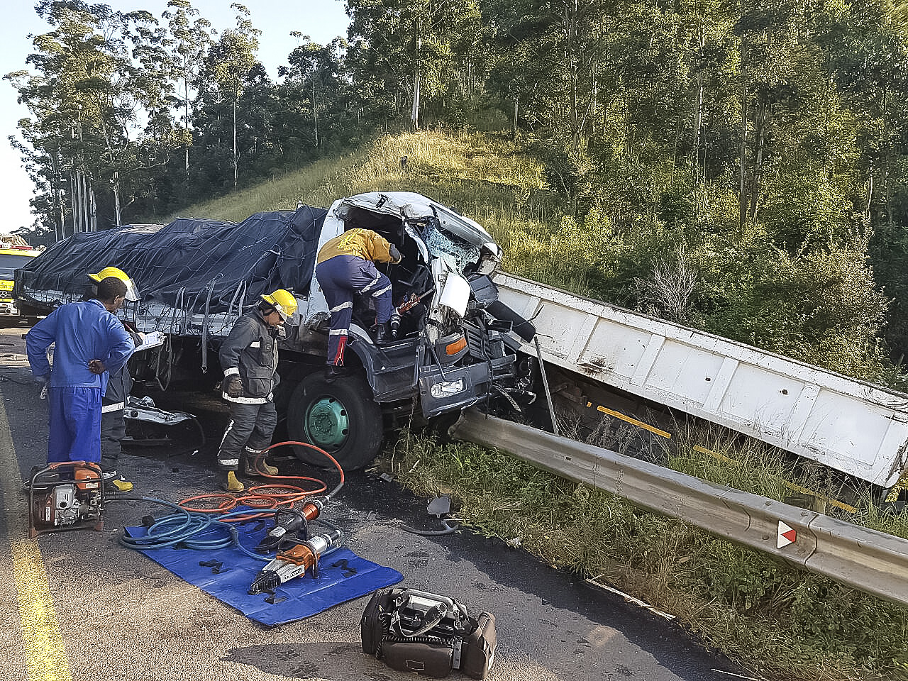 Pinetown N3 truck crash leaves two dead one injured - Arrive