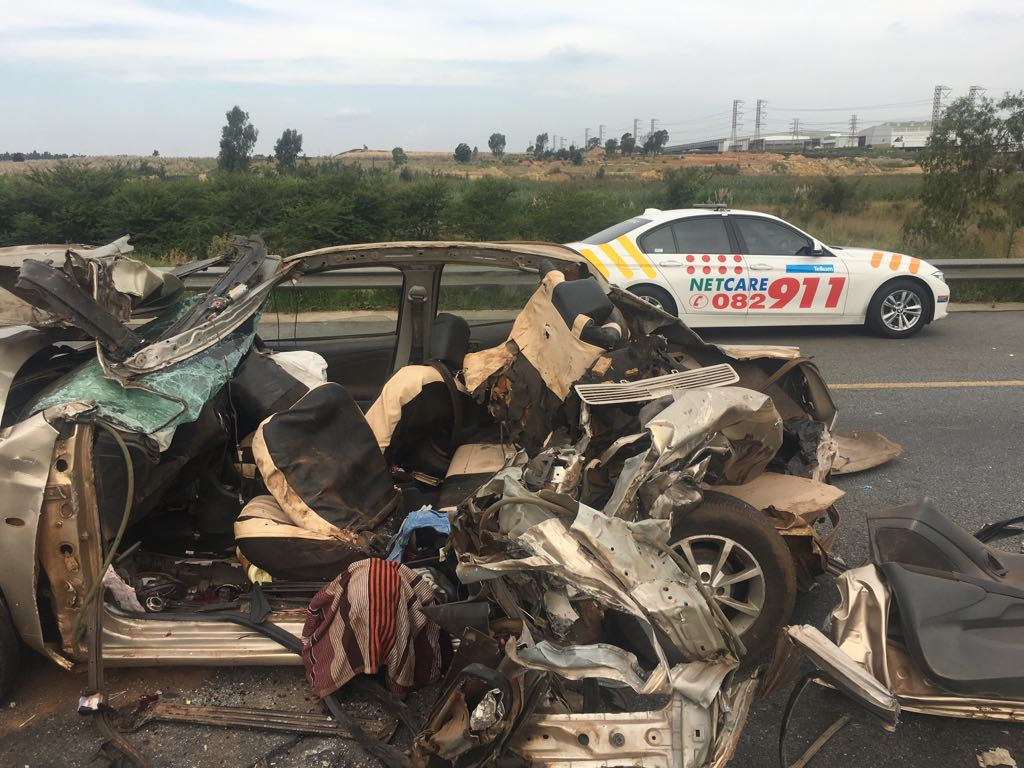 5 injured and 3 dead in collision on n3 southbound near rand airport