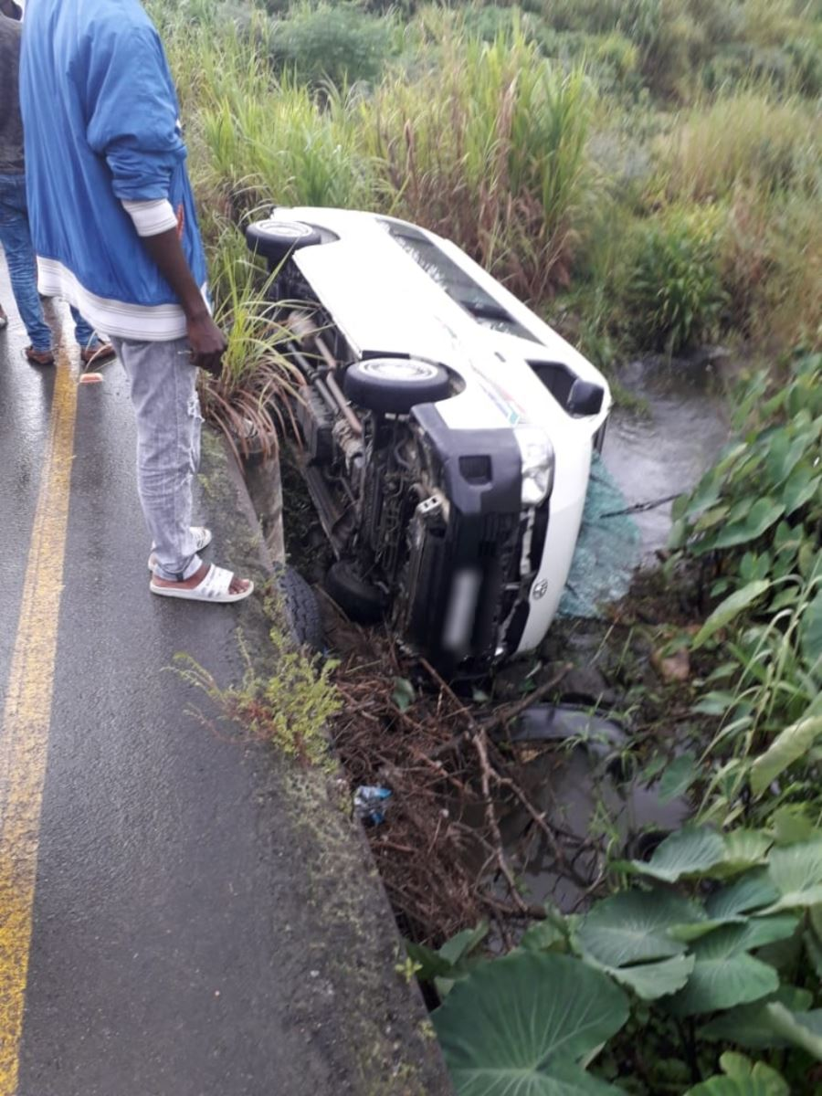 KZN: Taxi driver loses control of vehicle over bridge on the