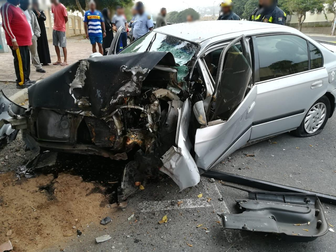 Cape Town: 20-year-old crashes into tree