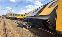 One killed, roughly 100 injured when two trains collide on the Thembisa line near Kaalfontein