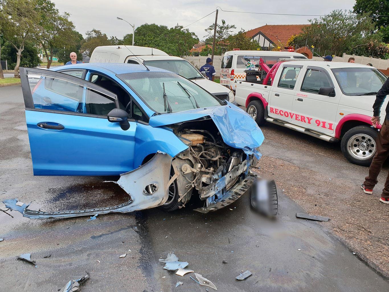 3 Injured in crash in Glenwood