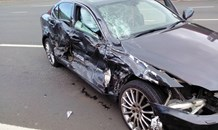 Three injured in morning collision, Glen Hills