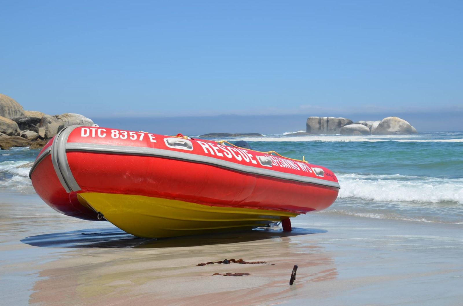 Near drowning incident on the North Beach in Durban - Arrive Alive