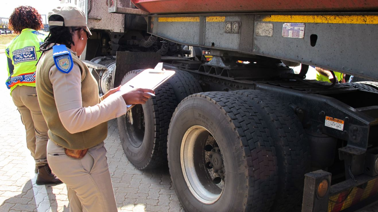 Inspecting the tyres / Driver Checklist for tyres